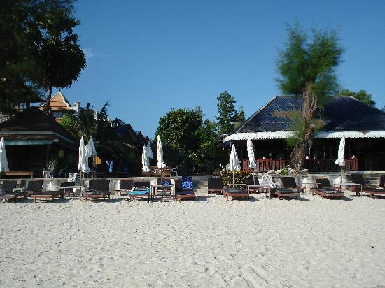 Chatkaeo Resort: The resort from the beach