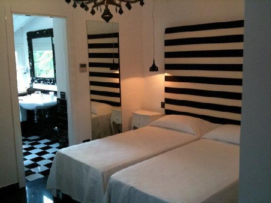 Palazzo Abagnale: la nostra prima stanza - our first room