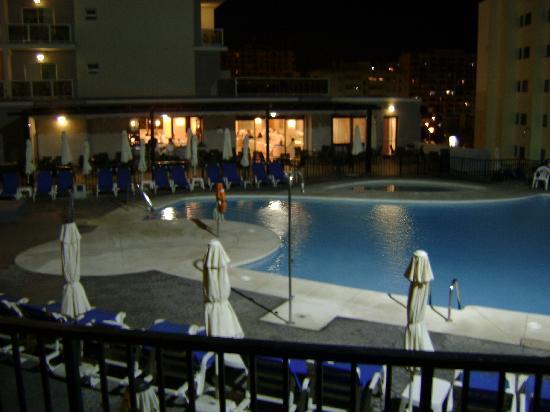 Hotel Los Patos Park: Una de las piscinas y el bar