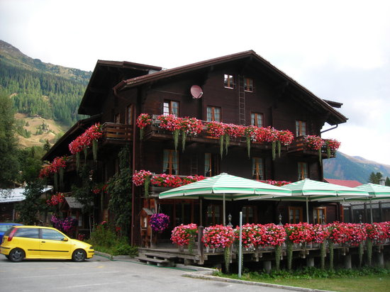 Reckingen-Gluringen, Switzerland: Hotel Joopi - Just look at it.