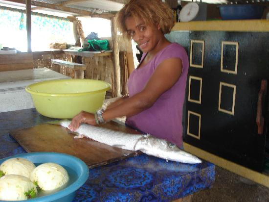 Tribewanted FIJI: Chelli preparing dinner