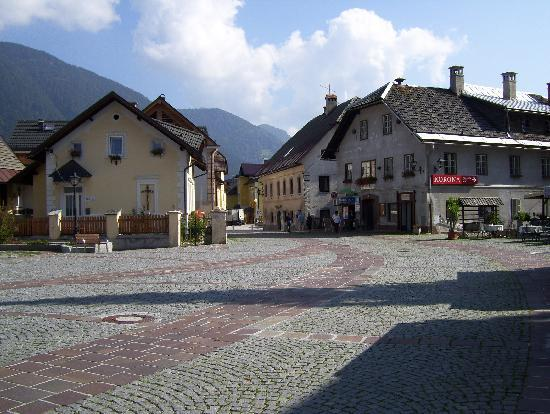 Hotel Kompas: The village square
