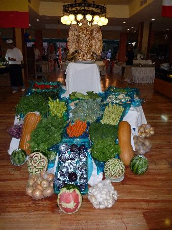 The Sense De Luxe Hotel: Carved Veggies display in restaraunt