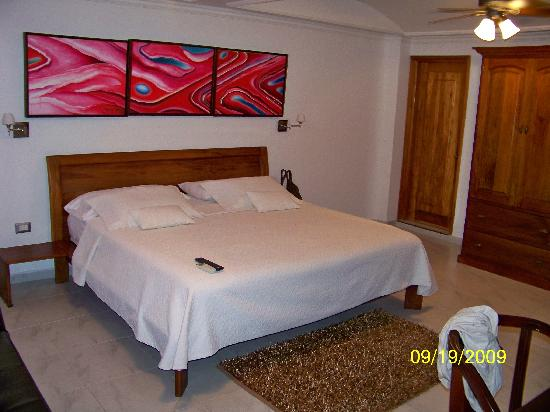 Casa Castel: Large guest bedroom.