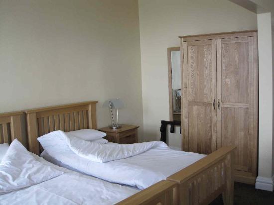 Inglewood: Room (1)