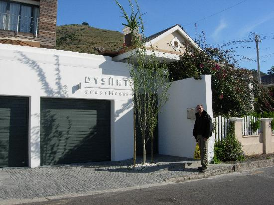 Dysart Boutique Hotel: entrance to guest house