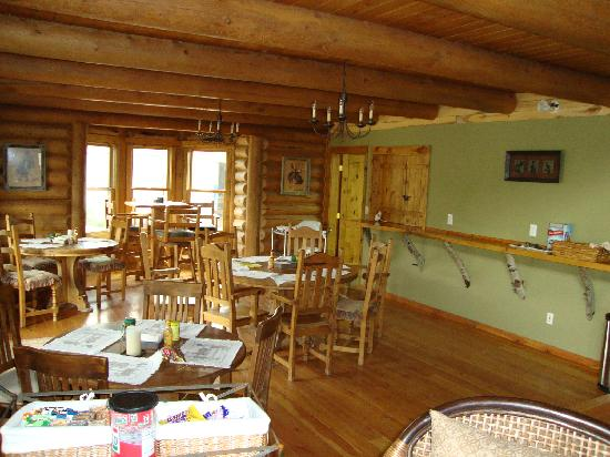 The Bucking S Ranch: The dining area