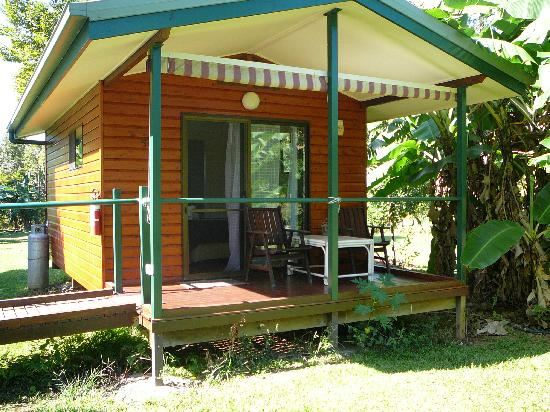 Cape Trib Farmstay B&B: Front of our cabin