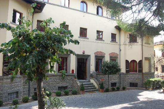 Casa Betania - front entrance