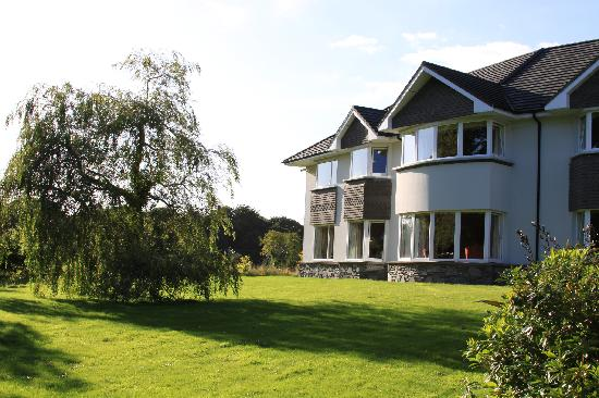 Loch Lein Country House: Front view