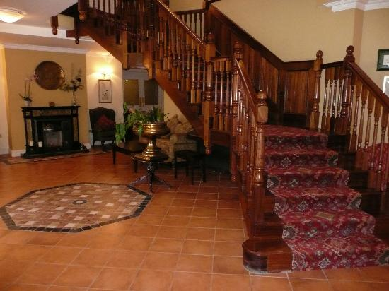 Loch Lein Country House : entry way