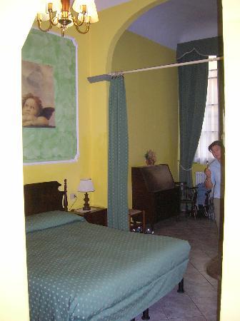 Soggiorno Alessandra: our huge room
