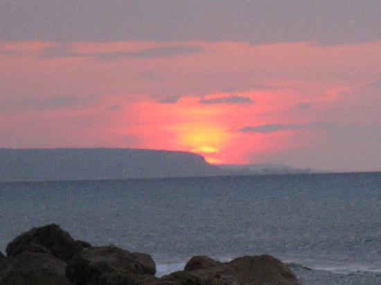 Piper's Cove Resort: sunset