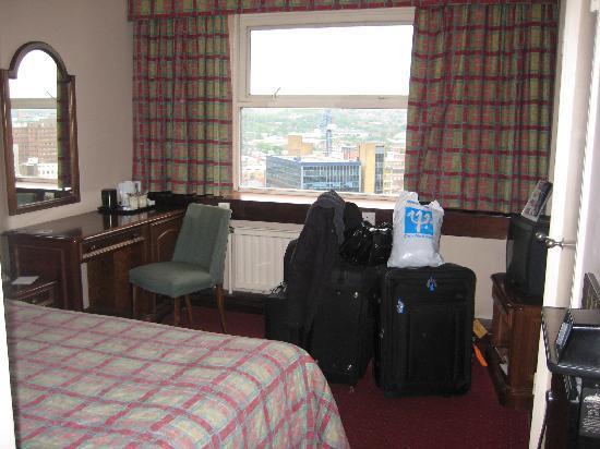 Grosvenor House Hotel: Tiny room - aka 'a box'