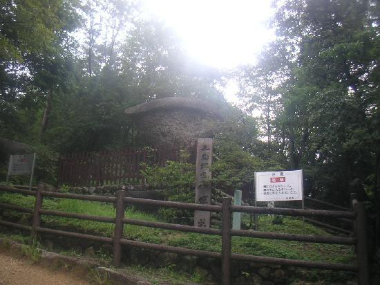 Enakyo Valley: 傘岩