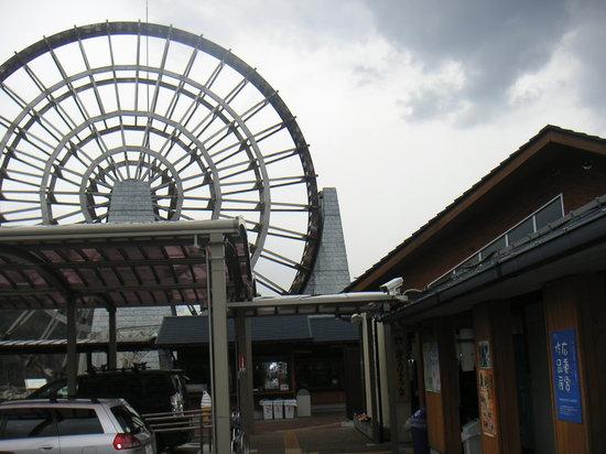 Ena, Japan: 大きな木製水車