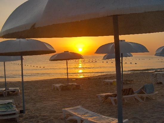 El Mouradi Port El Kantaoui: Playa del hotel al amanecer