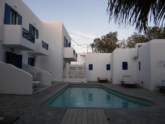 Ornos, Grecia: pool