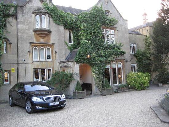 The Bath Priory Restaurant : Entrance to the Bath Priory Hotel