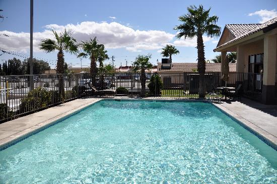 Best Western Desert Winds: Hotel pool