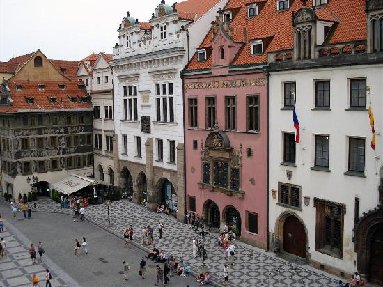 Astronomical clock in the old town square prague for Hotels near old town square prague