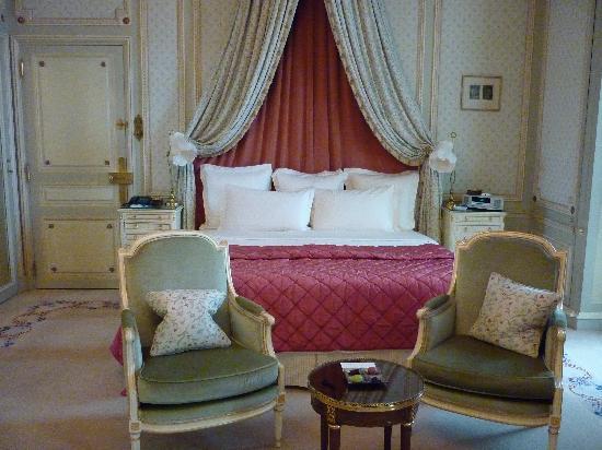 Ritz Paris: ベッドもちょっと姫気分