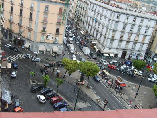 Hotel Garden Napoli : The streets below