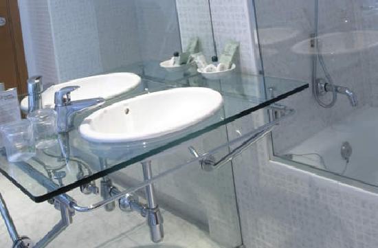 Posadas de España Cartagena: Detalle del lavabo de una habitación