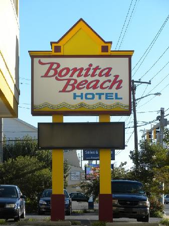 Bonita Beach Hotel: hotel sign