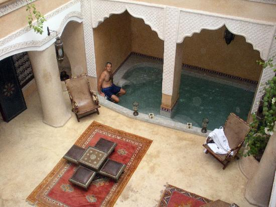 ริยาด ลอร์สยา: Relaxing in the courtyard spa