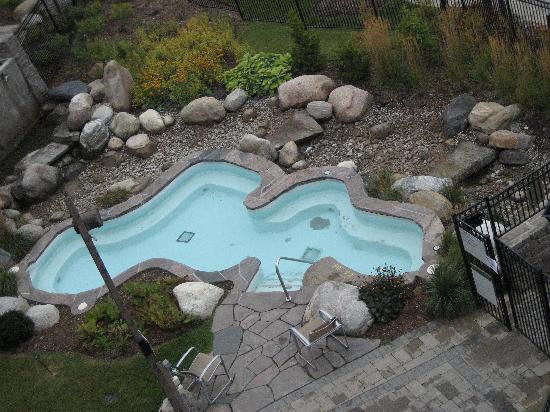 Westin Trillium House Blue Mountain: very dirty hot tub