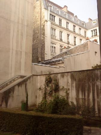 Warwick Paris: graden view