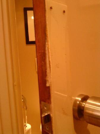 Warwick Paris: Hotel Toilet Door
