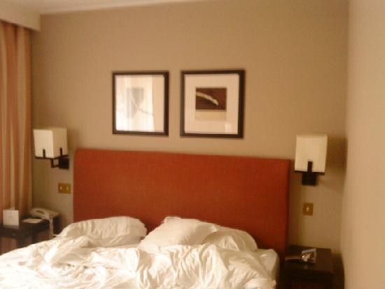 Warwick Paris: bed