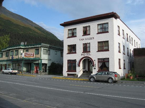 The Van Gilder Hotel: Front of Hotel