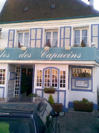 Montreuil-sur-Mer, France: Restaurant seen from main square