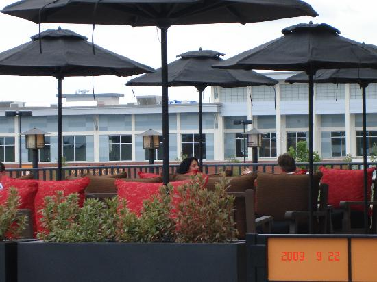 P.F. Chang's: Outdoor seating