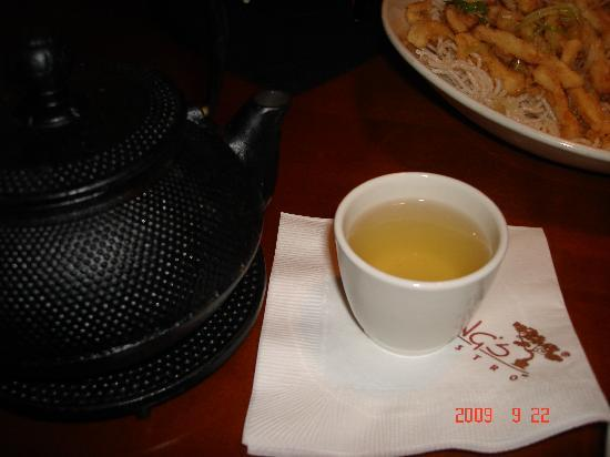 P.F. Chang's: How tea is served