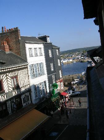 Hotel Entre Terre Et Mer: Vue par la fenêtre...