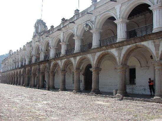 Palacio de los Capitanes Generales: de dia
