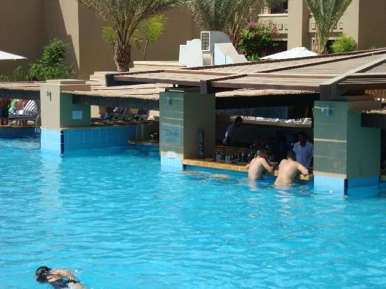 Holiday Inn Resort Dead Sea: Main pool with the Bar