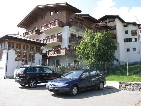 Natur - Aktiv Hotel Lamm: Vista dal parcheggio sul retro