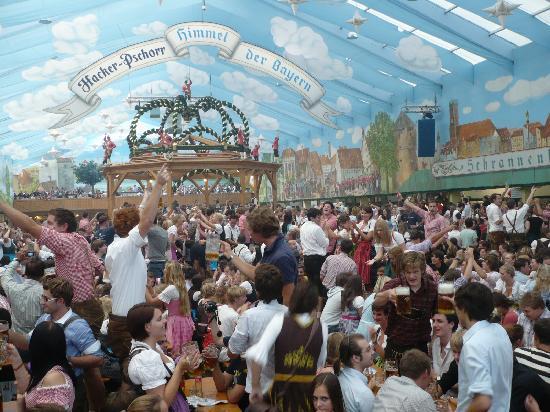 Múnich, Alemania: Oktoberfest in the Hacker-Pschorr Tent
