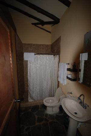 Hacienda La Isla Lodge: badkamer