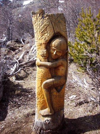 El Bolson, อาร์เจนตินา: Esculturas de El Bosque tallado