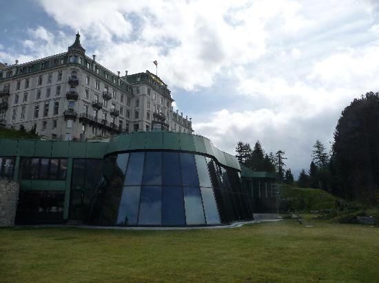 Grand Hotel Kronenhof: La façade et la piscine