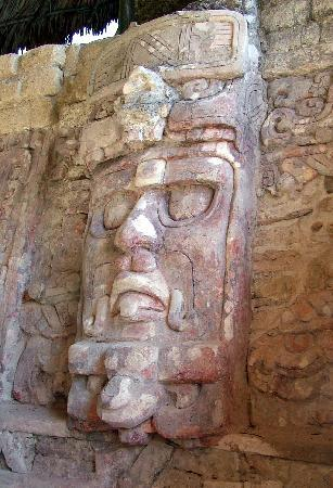 Calakmul Archaeological Zone : One of the magnificent stone masks on a pyramid at the ruins of Kohunlich, not far from Calakmul