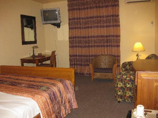 Tradewinds Hotel: bedroom