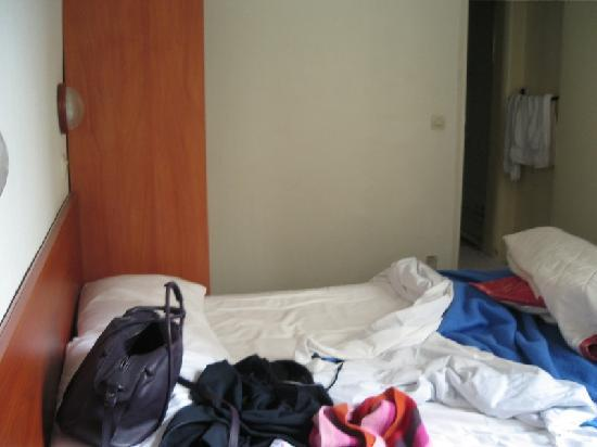 Hotel Liberty : Excuse the messy bed