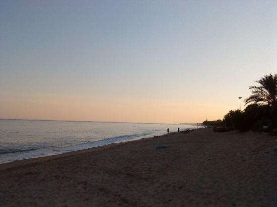 Camping La Torre del Sol: Sunset on camp site beach